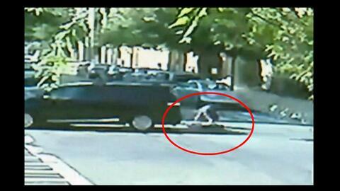 Una cámara de vigilancia captó el momento en que el niño fue atropellado...