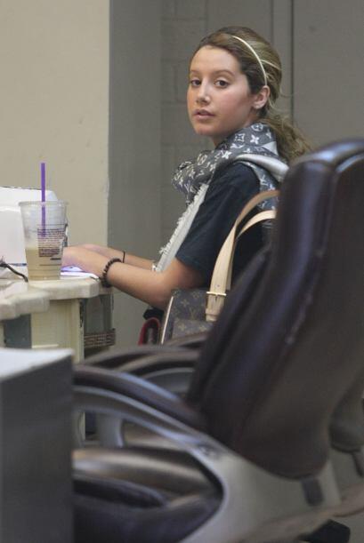 ¡Otra adicta a la manicura perfecta es  Ashley Tisdale! Desde jovencita...