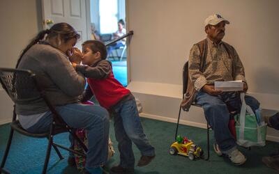 ¿Padres y madres inmigrantes que reciben ayuda del gobierno serán afecta...