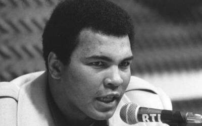 Muhammad Ali, considerado una leyenda del boxeo durante una rueda de pre...