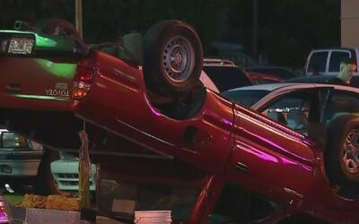 Testigos narran cómo ocurrió el accidente en el que un auto se incrustó...