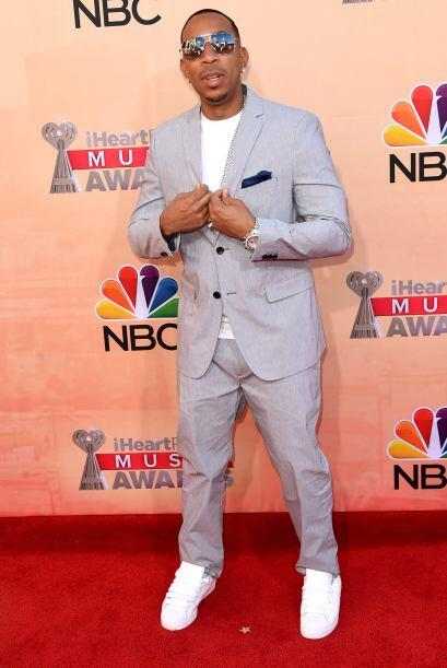 Ludacris llegó con un traje en color pastel, justo para la primav...
