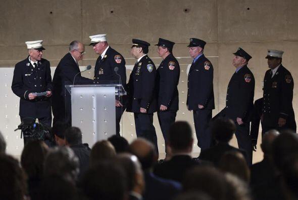Mickey  Kross  , teniente de bomberos retirado, describió cómo estuvo at...