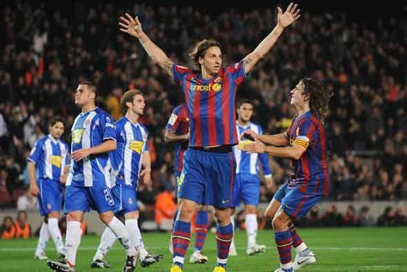 El único gol del partido lo hizo Ibrahimovic al convertir un pena...