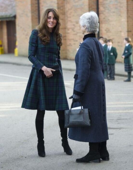 Tanto es el gusto de Kate por los bolsos que no desperdicia ningún momen...