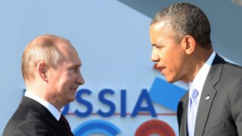 Los presidentes de Rusia, Vladimir Putin (izq.) y de Estados Unidos, Bar...