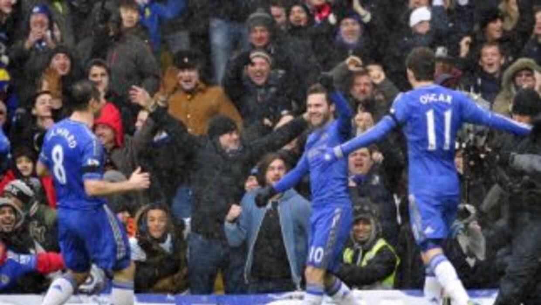 Juan Mata abrió el marcador y guió el juego del Chelsea ante Arsenal.