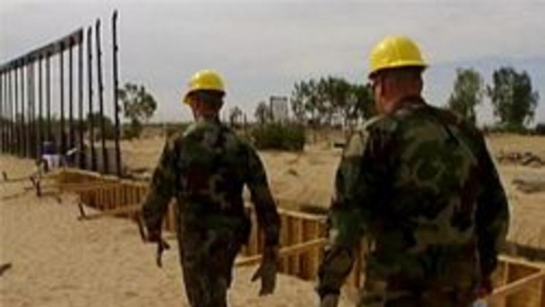 Soldados en la frontera de Arizona con Mexico