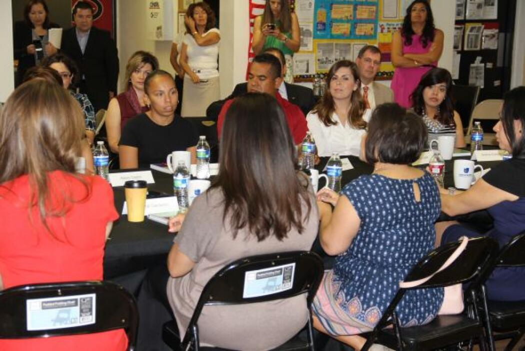 Esta mesa redonda le permitió a los asistentes hacer preguntas a los inv...