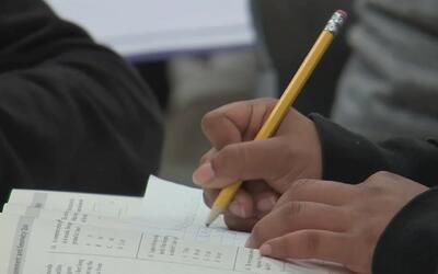 Denuncian que 75 distritos escolares de California preguntan el estatus...