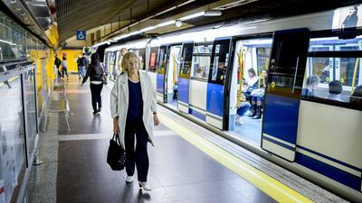 Carmena, en el Metro de Madrid.