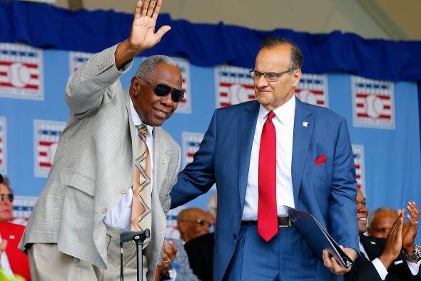 Joe Torre junto con el histórico jugador Hank Aaron.