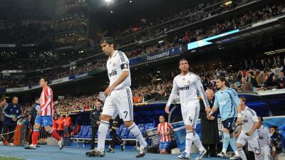 Raúl entrando a su último derbi de Madrid contra el Atlético