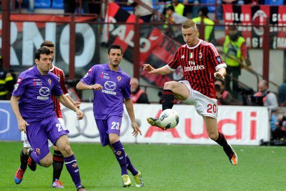 El Milan recibió la visita de la Fiorentina buscando ampliar la diferenc...