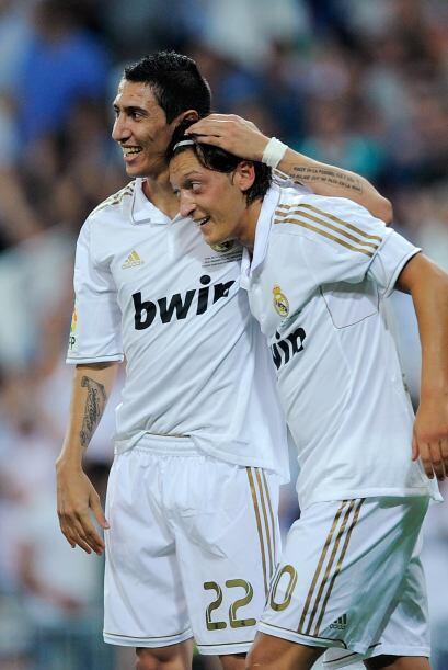 El alemán Mesut Özil fue el encargado de mandar la pelota al...