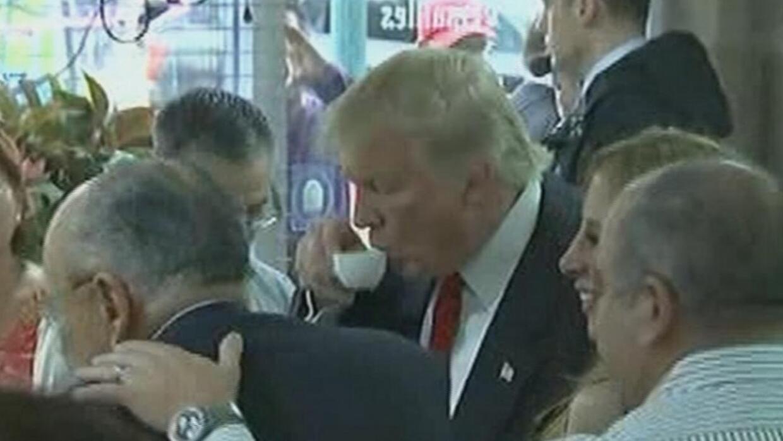 Trump visita el famoso restaurant Versailles en Miami
