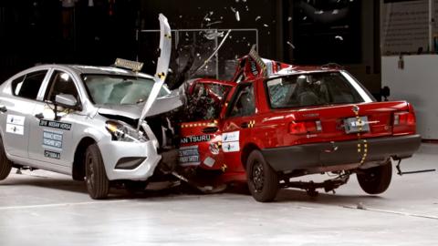 Prueba de choque enfrenta al Nissan Sentra 2016 (EEUU) y al Nissan Tsuru...