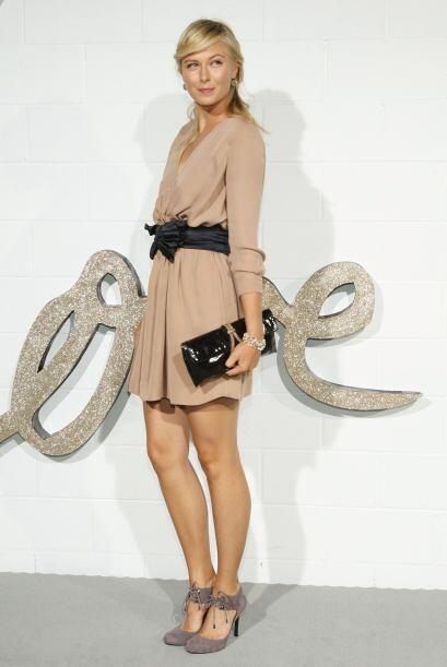 Debido a su porte y hermosura, Sharapova ha posado para varias revistas,...