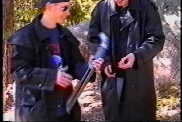 20 de abril de 1999.- Dos estudiantes de 17 y 18 años, Eric Harris y Dyl...