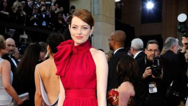 Emma Stone prefiere usar productos de Chanel en lugar de los de Bvulgari.