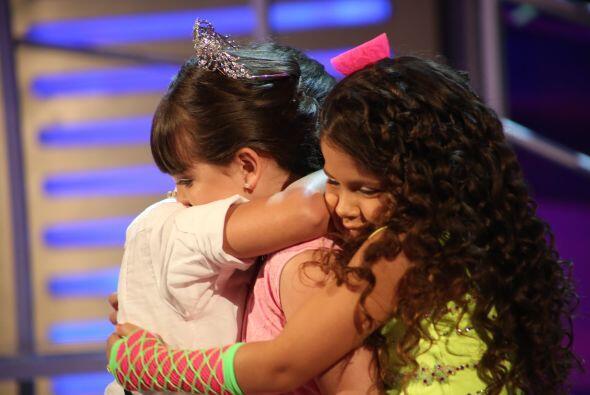 Fue enternecedor este momento, cuando Sara y Adrián consolaron a su amig...