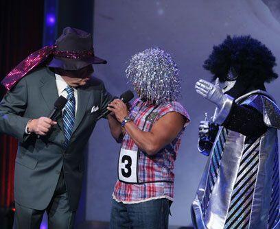 Juego de pelucasEl Chacal, Don Francisco y un concursante anónimo...