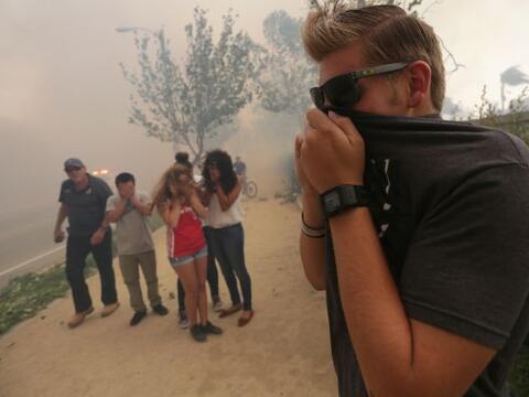 Cientos de habitantes del este de Los Ángeles fueron evacuados de...