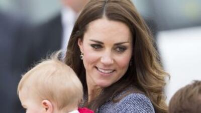 Kate Middleton la Duquesa de Cambridge luce feliz con su primer hijo que...