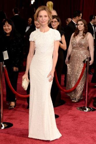 Con mucha textura y sin chiste fue el vestido de Calista Flockhart. Tamp...
