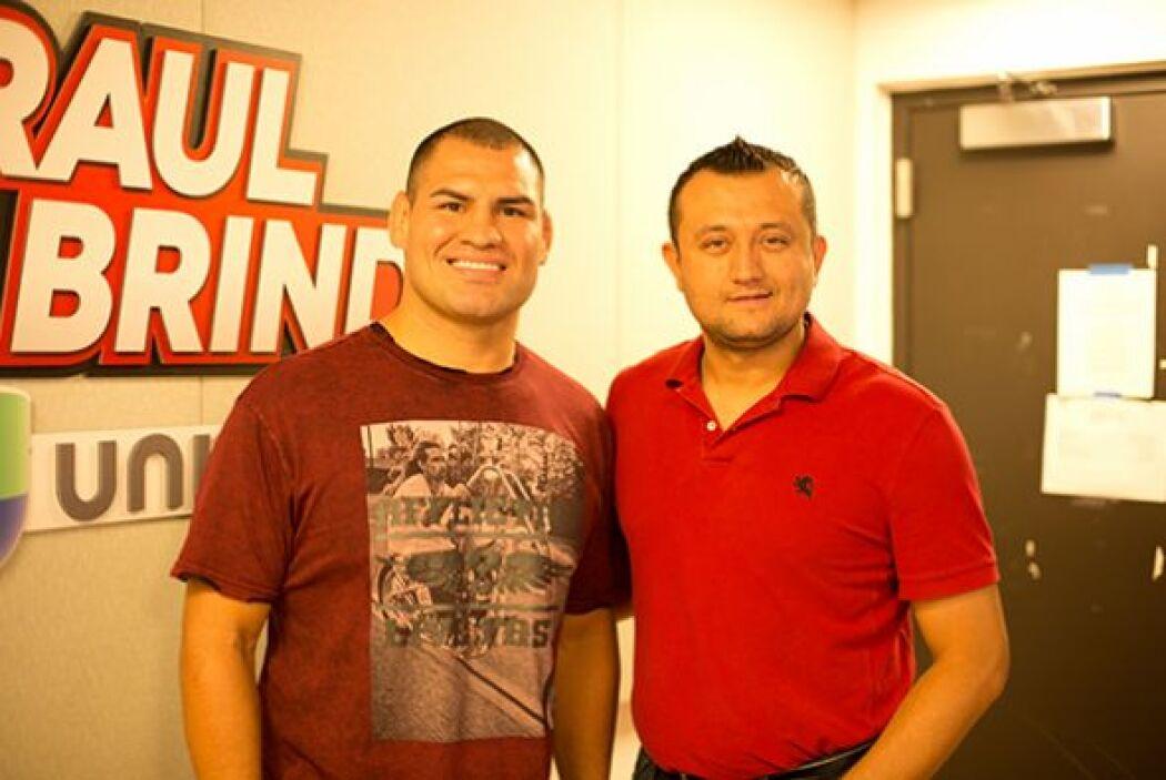 El campeón de la UFC nos contó de todo: desde lo que le dijo su familia...