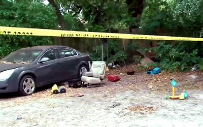 Buscan al sospechoso de apuñalar a un joven que falleció tras ser encont...