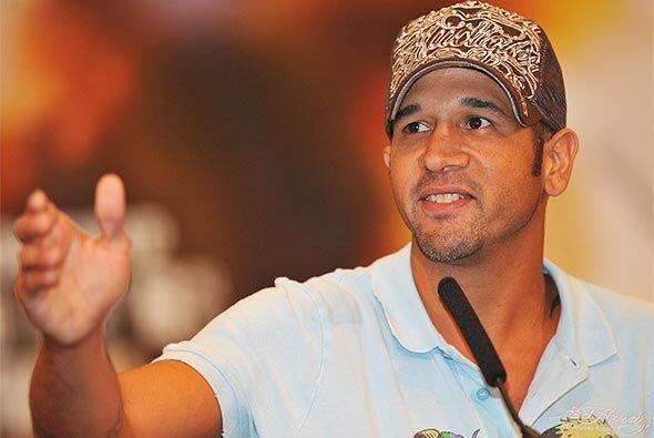 El boricua Daniel Santos, campeón mundial súper welter AMB, feliz por ex...