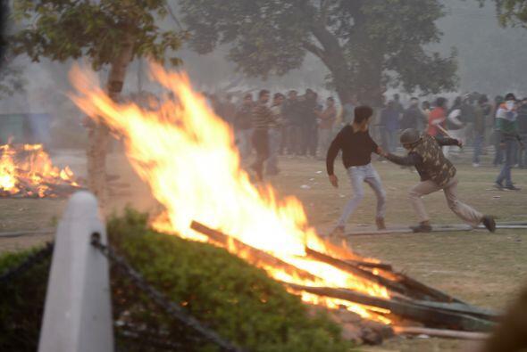 Una protesta en India en rechazo a la violación en grupo de una joven en...