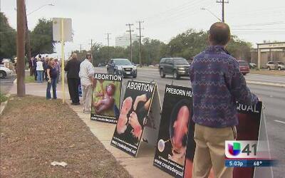 Residentes protestan por clínica de aborto
