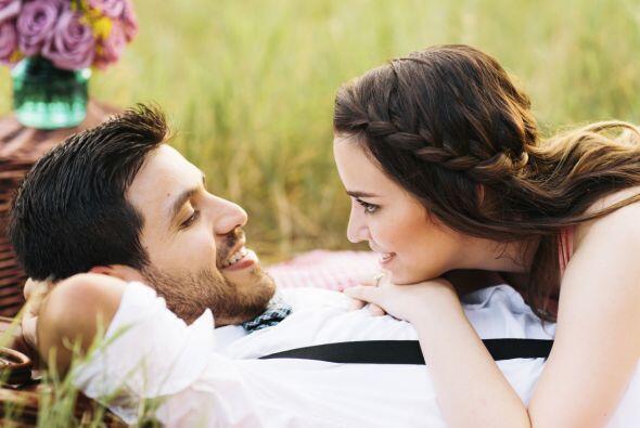 3.Intenta estar alerta a las pistas o indicios que tu pareja te da acer...