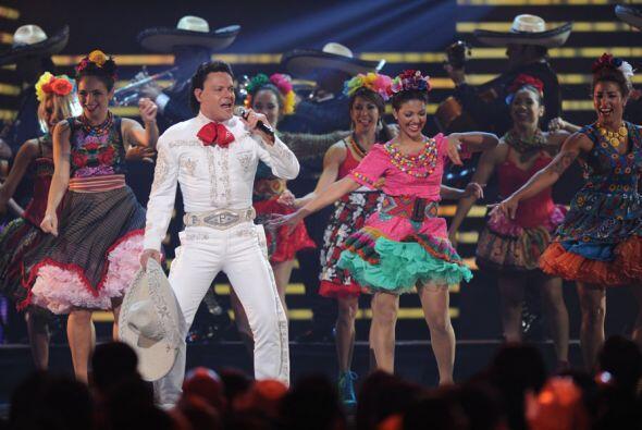 Pedro Fernández también se presentó en el escenario de Premio Lo Nuestro.