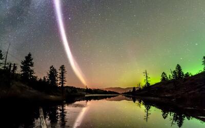 Una luz púrpura fue descubierta por científicos en el ciel...