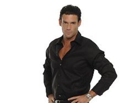 Carlitos es un típico macho latino