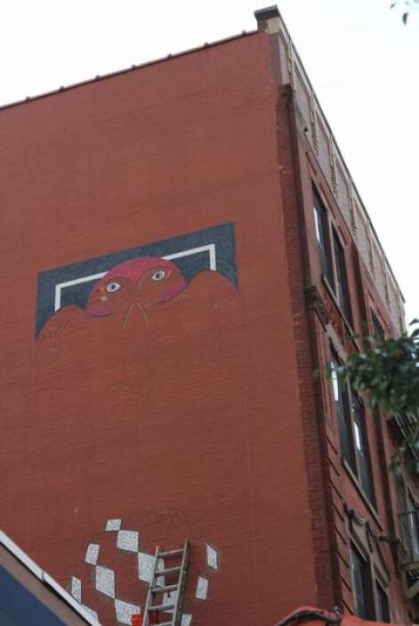 Los murales de Manny Vega se encuentran en diversas calles de El Barrio,...