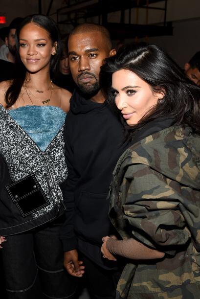 Kim aprovechó para posar al lado de su marido y presumir lo buen...