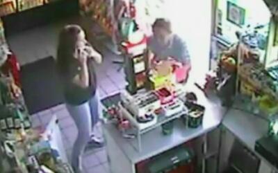 Buscan a un hombre que atacó a varias personas en una gasolinera de Sant...