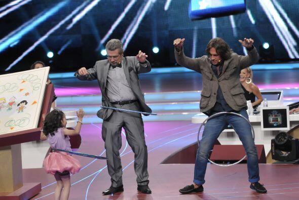 Saraí les dio una pequeña lección para que se les facilitara el baile.