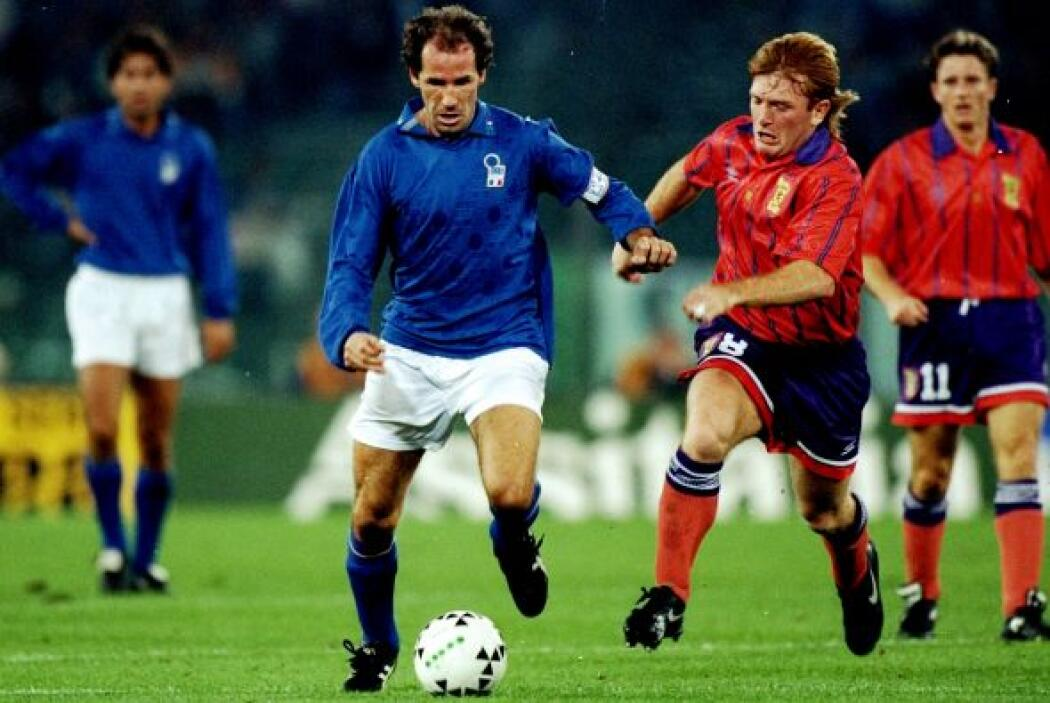 Franco Baresi es un exfutbolista italiano que conquistó junto con su sel...