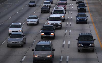Residentes del sector Watts, Los Ángeles, exigen acciones para mejorar l...