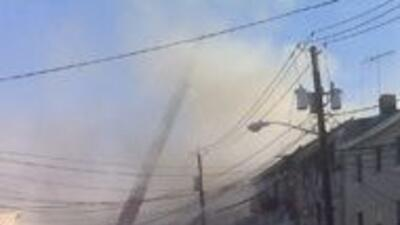 Fuego en Paterson destrozo casas 1f9d0a1eda9e45469a37188e3066b27a.jpg