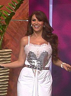Ninel Conde llega con toda su belleza al escenario de Don Francisco Pres...