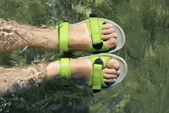 Calzado. El agua será protagonista, así que opten por un 'footwear' impe...