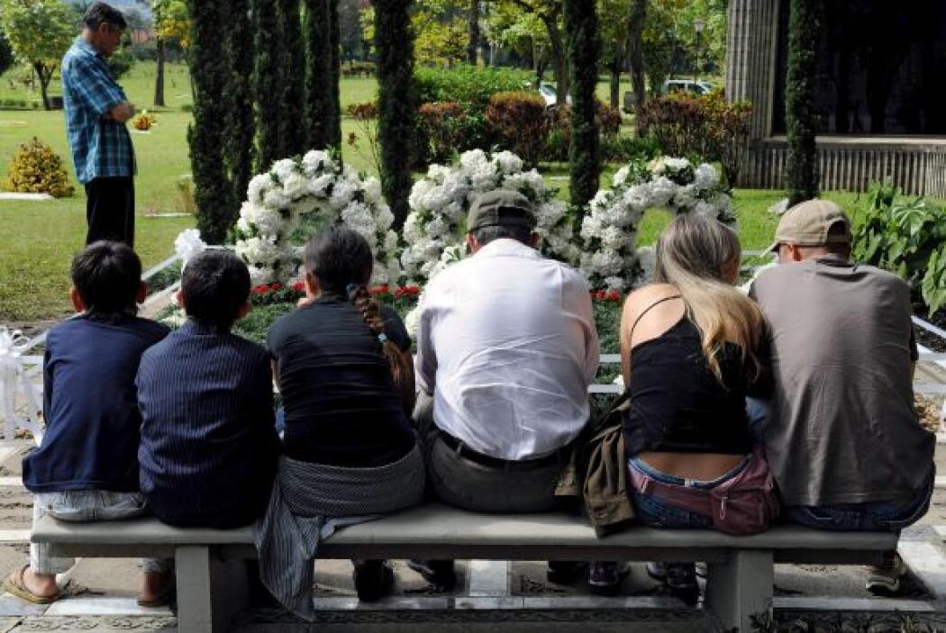 Familiares del fallecido  capo de la droga, Pablo Escobar acudieron al p...