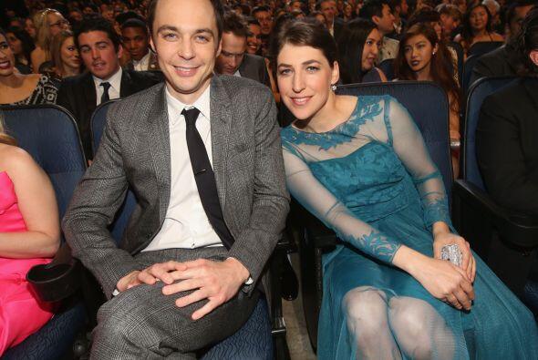 """Jim Parsons y Mayim Bialik, de """"The Big Bang Theory""""."""
