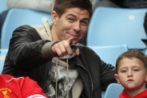 Y como el Liverpool no ganó nada, Steven Gerrard llevó a su hijo a las g...